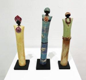 Opera: Donnine piccole Tecnica: sculture in ceramica dipinta a mano Dimensioni: 40 x 5 x 5 cm circa Anno: 2018